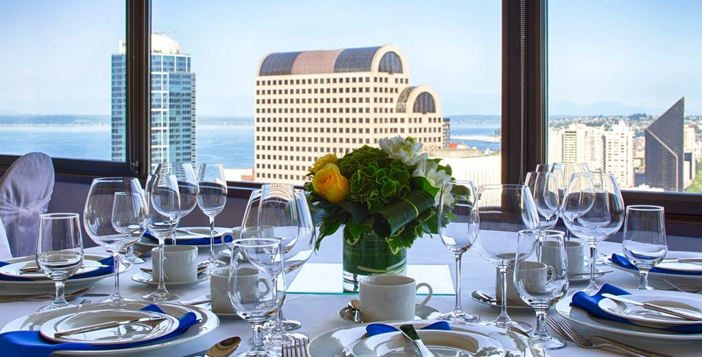 Hilton-Seattle-Hotel-Bedroom-Top-Of-The-Hilton-Placesetting