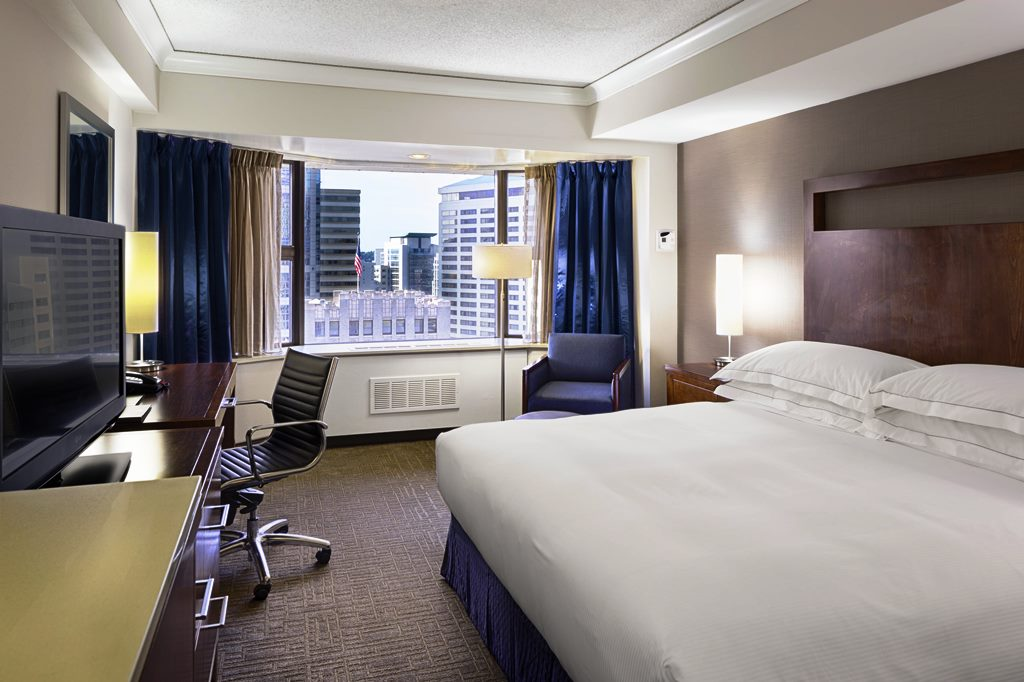Hilton-Seattle-Hotel-King-Bedroom